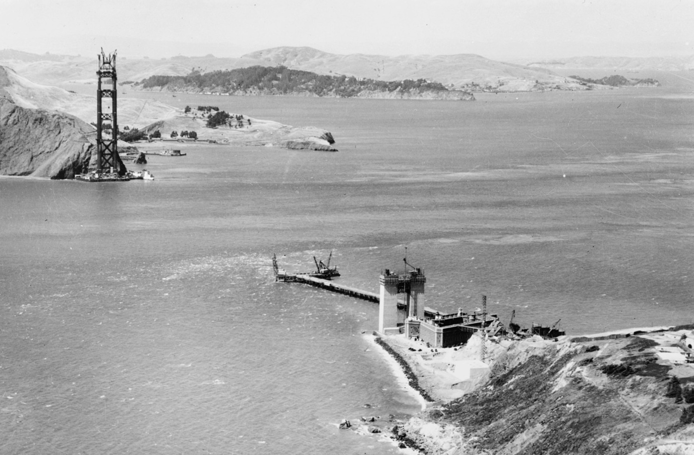 [Imagem: golden-gate-bridge-construction-begins-01-05-1933.jpg]